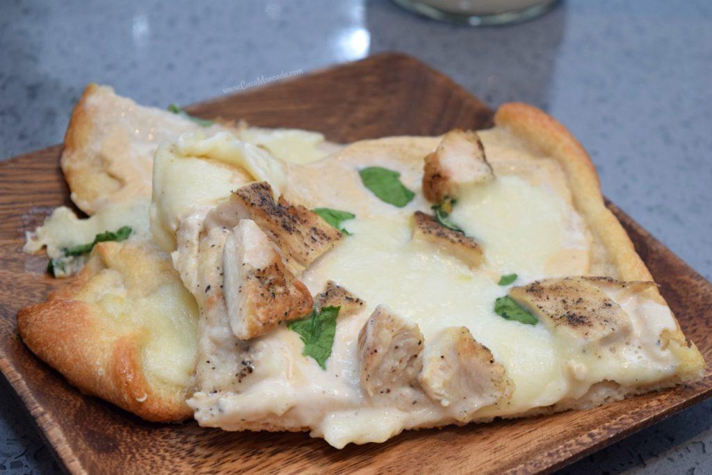 Cheesy Alfredo pizza with chicken