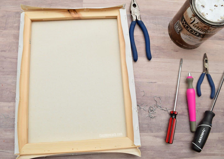 Reverse canvas staple remover